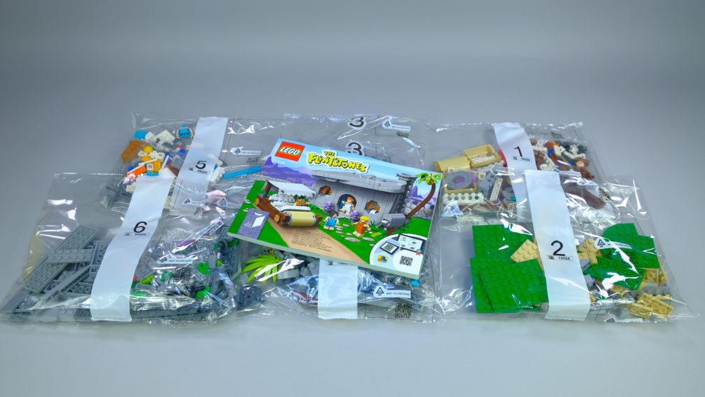 LEGO Ideas 21316 The Flintstones - contents