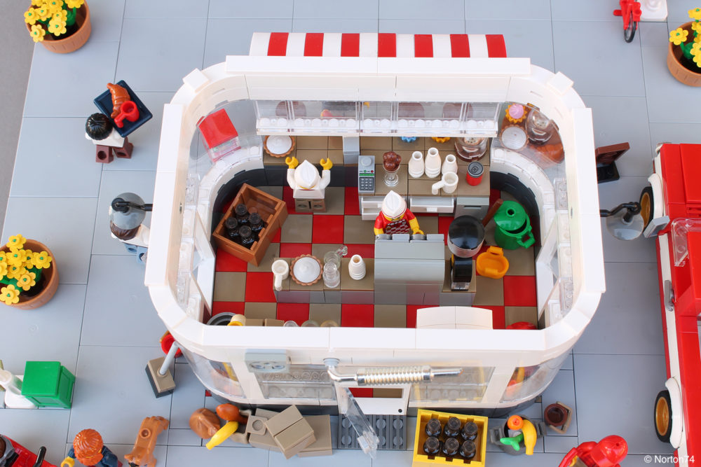 LEGO Coffee Stand Andy's Cafe - top view