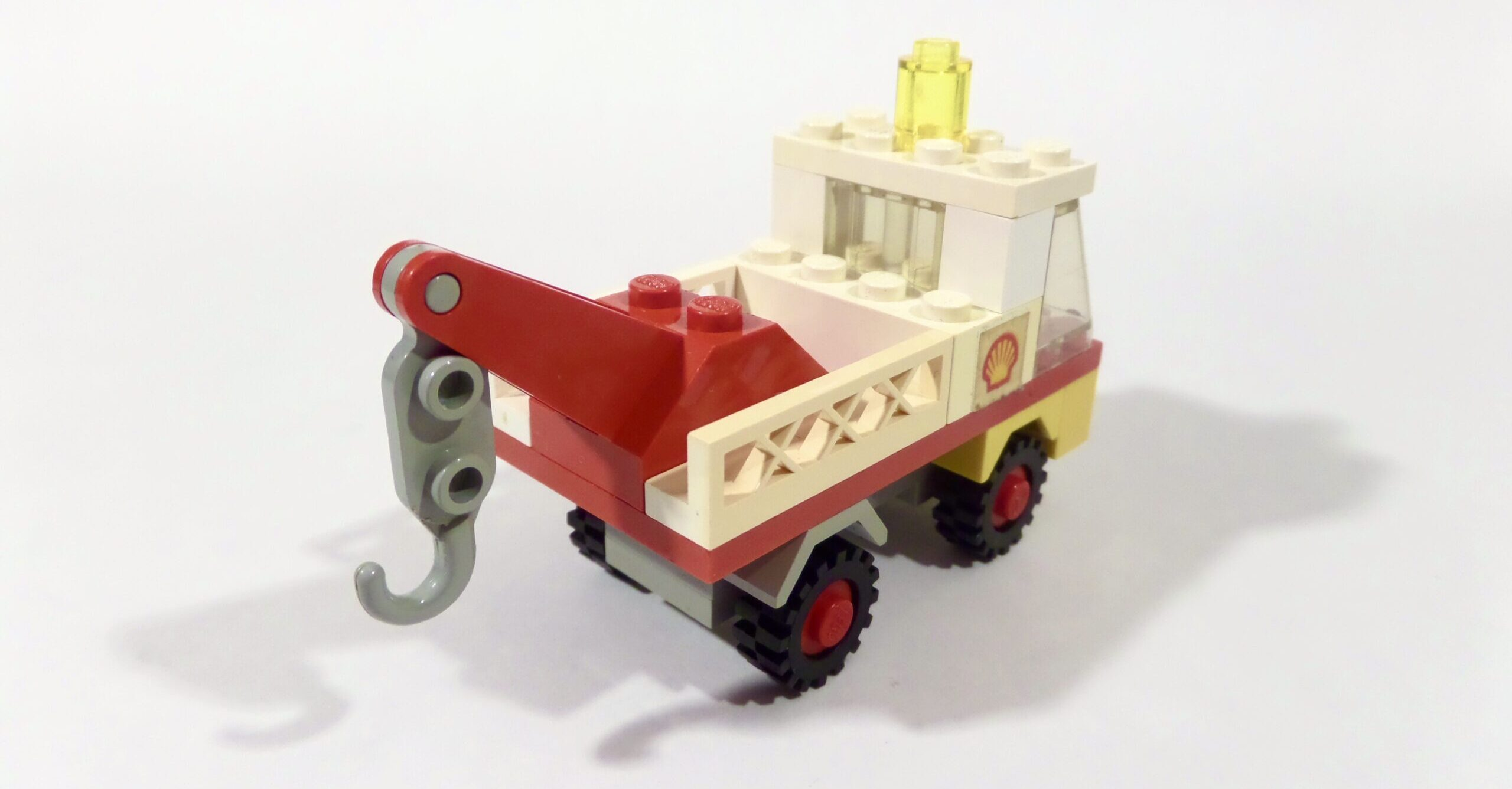 LEGO Town 642 Tow Truck and Car