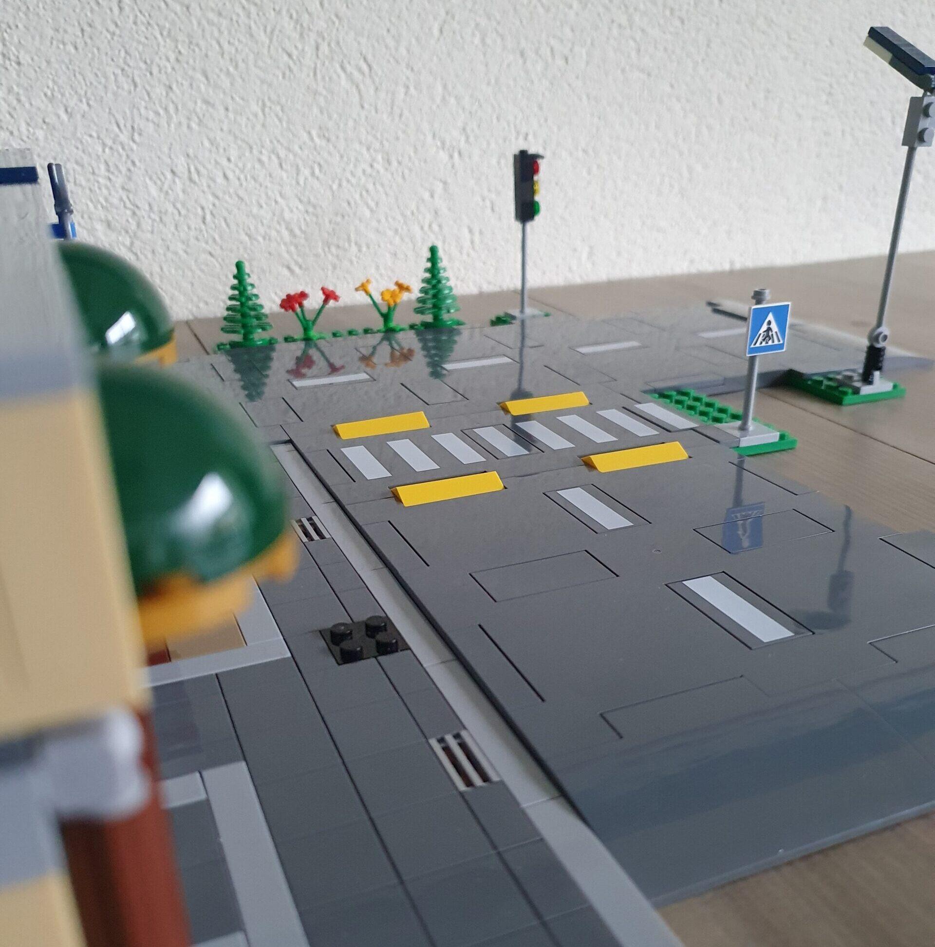 LEGO 60304 Road Plates en Modular 1