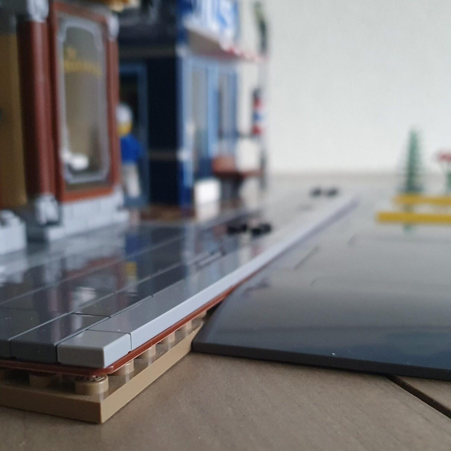 LEGO 60304 Road Plates en Modular 3