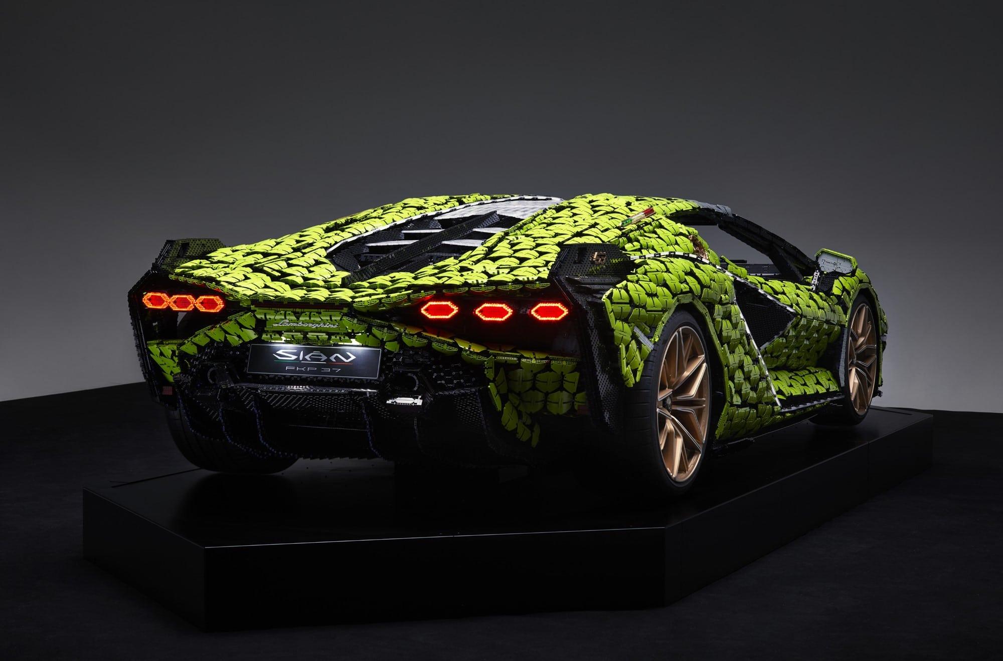 Levensgrote LEGO Lamborghini Sián